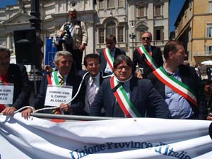 La protesta dei sindaci a Roma il 23 giugno scorso